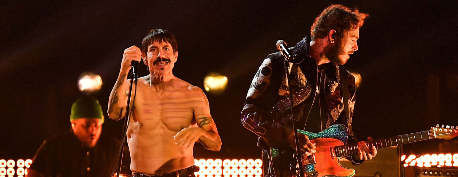 Red Hot Chili Peppers y Post Malone compartieron el escenario en los Grammy.