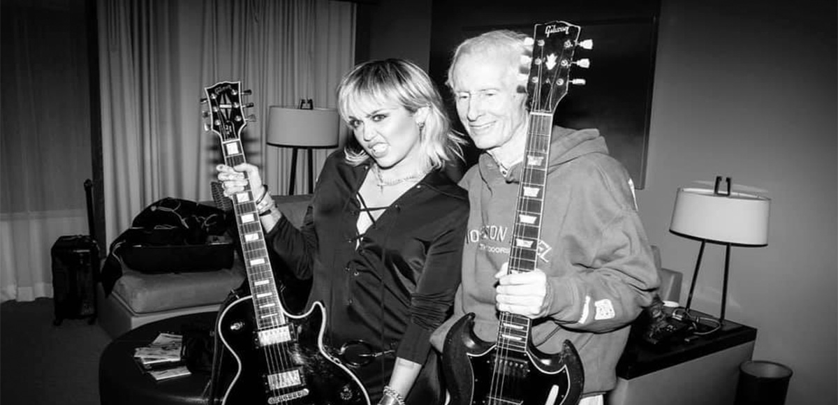 miley-cyrus-robby-krieger-cover-the-doors