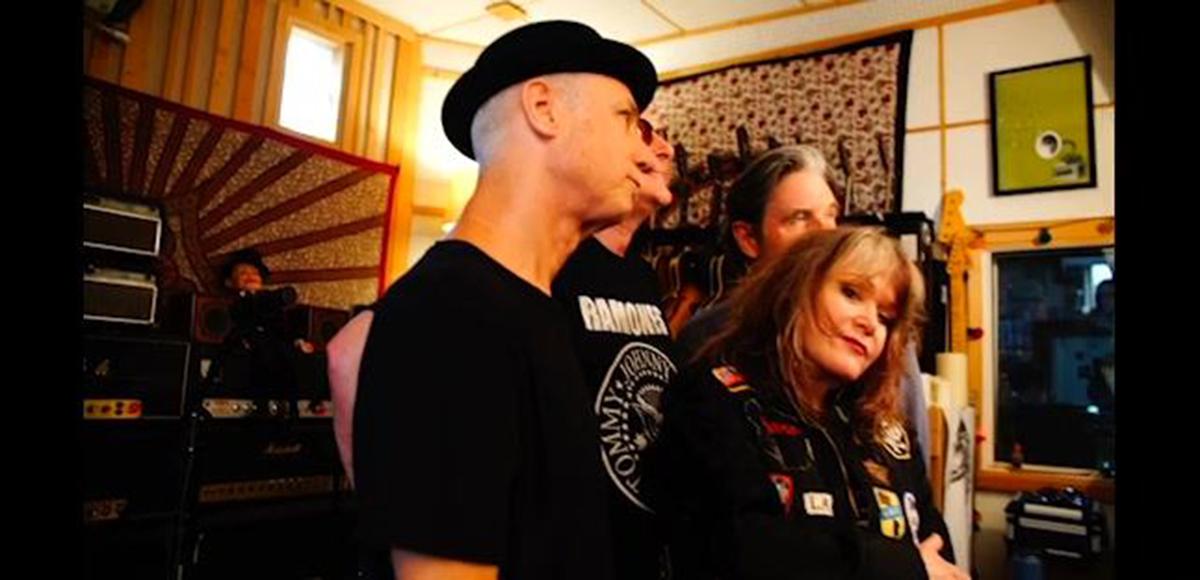 La legendaria banda de punk X editó un nuevo álbum, el primero en 35 años